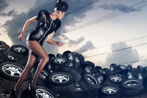Шиномонтаж 4 колес + балансировка любых автомобилей с диаметром колес до 19 дюймов включительно и массой до 3,5 тонн от шиномонтажной мастерской «Шиномонтаж на Московском».  Скидка 71% от КупиКупон