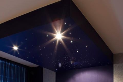 Скидка до 99% на натяжные потолки на виниловой и тканевой основе от компании DuStroy + светильники в подарок от КупиКупон