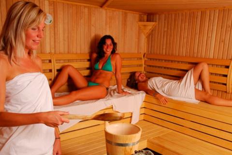 2 или 3 часа отдыха для компании до 6 человек в «Хлебниковских банях». Скидка до 53%