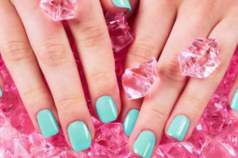 Маникюр с покрытием гель-лаком, акрилом или биогелем, дизайн ногтей, наращивание и многое другое в салоне «Красота Prof». Скидка до 78%