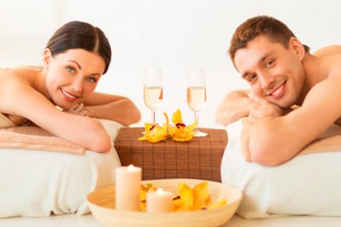 Романтическое spa-свидание для двоих с игристым напитком,  шоколадно-клубничным фондю и фруктами, а также spa-программа «Горячая зима» для одного, двоих или четверых в сети салонов Dr. Wise. Скидка до 80%