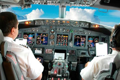 Полет за штурвалом самолета в тренажерном центре Red Bird flight simulations со скидкой до 71%