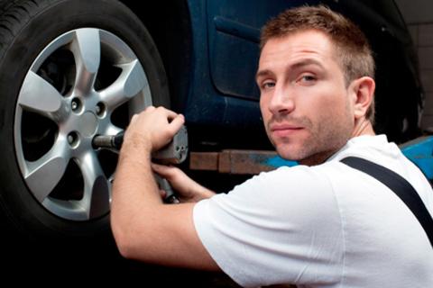 Скидка до 68% на шиномонтаж и балансировку четырех колес до R21 включительно от компании «Авто Скат» + скидка 40% на правку дисков