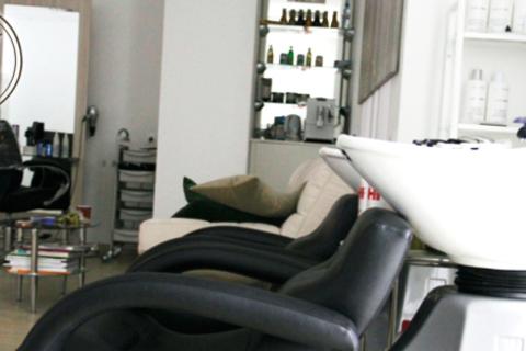 Парикмахерские услуги в центре красоты и здоровья «Жан-Жак» на Новослободской: стрижка горячими ножницами, шлифовка волос, укладка и многое другое! Скидка до 80%